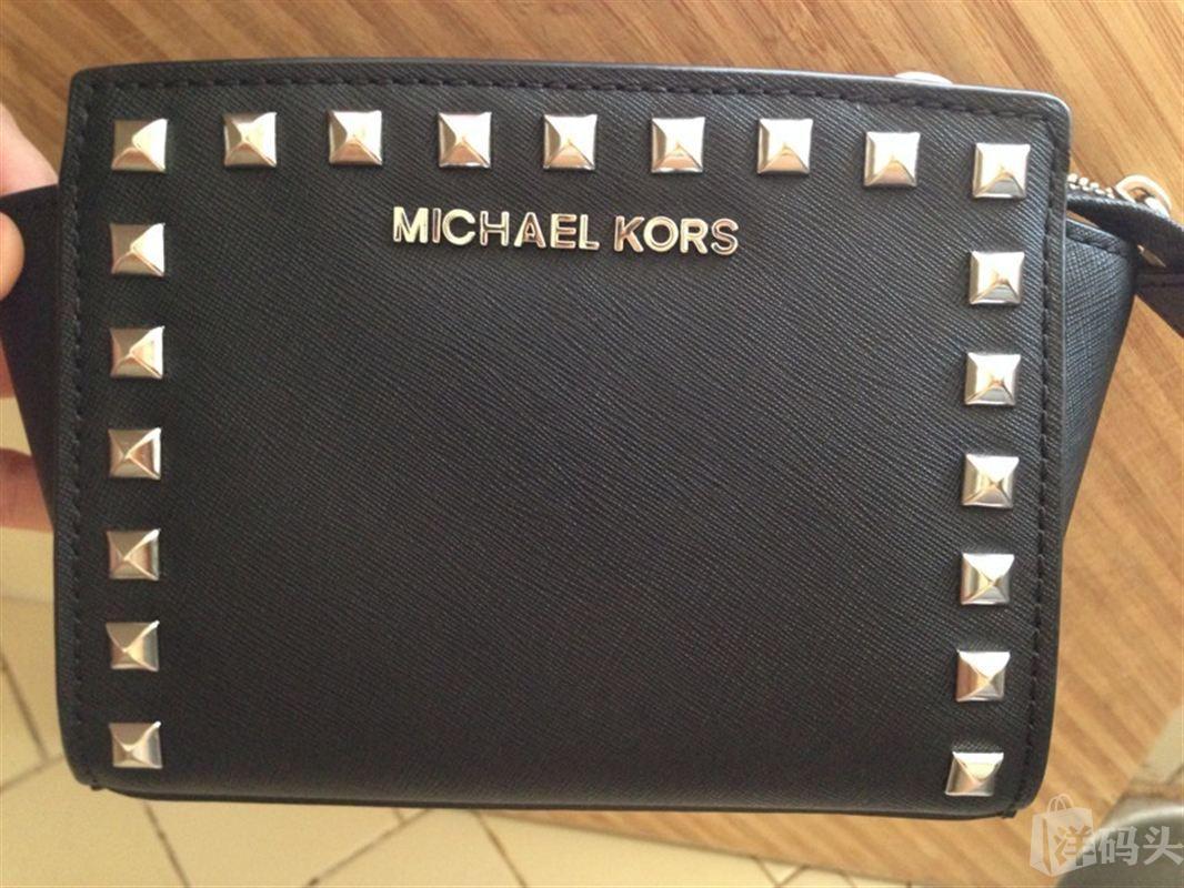 Michael kors mini 柳钉斜跨黑色小包